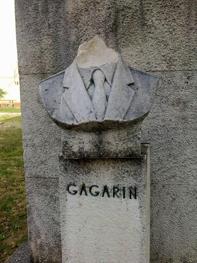 A Gagarin szobor, fej nélkül